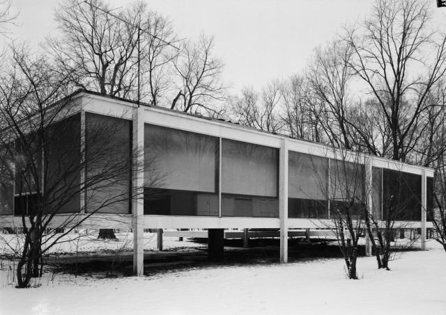 Mies_van_der_Rohe_photo_Farnsworth_House_Plano_USA_9